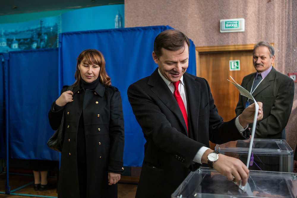 KIEV, UKRAINE - OCTOBER 26: Oleh Lyashko (C), head of Ukraine's Radical Party, and his wife Rosita Sayranen (L) cast their ballots at a polling station on October 26, 2014 in Kiev, Ukraine. The country's parliamentary elections are seen as key to President Petro Poroshenko's ability to advance his agenda. (Photo by Brendan Hoffman/Getty Images) *** Local Caption *** Oleh Lyashko;Rosita Sayranen