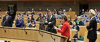 Nederland. Den Haag, 18 februari 2010. <br /> Opositie achter de interruptiemicrofoon, v.l.n.r: Pechtold, Halsema, Kant, Rutte, verdonk en Wilders.<br /> Spoeddebat in de Tweede Kamer over de ontstane crisissituatie binnen het kabinet over Uruzgan, daags voor de val van het vierde kabinet Balkenende. Een dag later valt het kabinet. kabinetscrisis, vak kabinet, Balkenende IV, Balkenende Vier, politiek, coalitie<br />  Foto Martijn Beekman