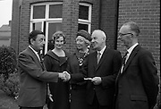 Presentation of prizes at the Irish Countrywomans Association. .04.09.1964