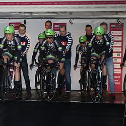 GRONINGEN (NED) wielrennenDe zesde editie van de Energiewachttour voor vrouwen ging van start met een ploegentijdrit met start en finish op de Vismarkt