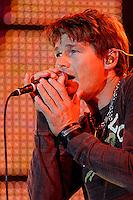 ÅLESUND 20060828. Morten Harket i A-HA synger under deres konsert på Color Line Stadion i Ålesund. Foto: Svein Ove Ekornesvåg