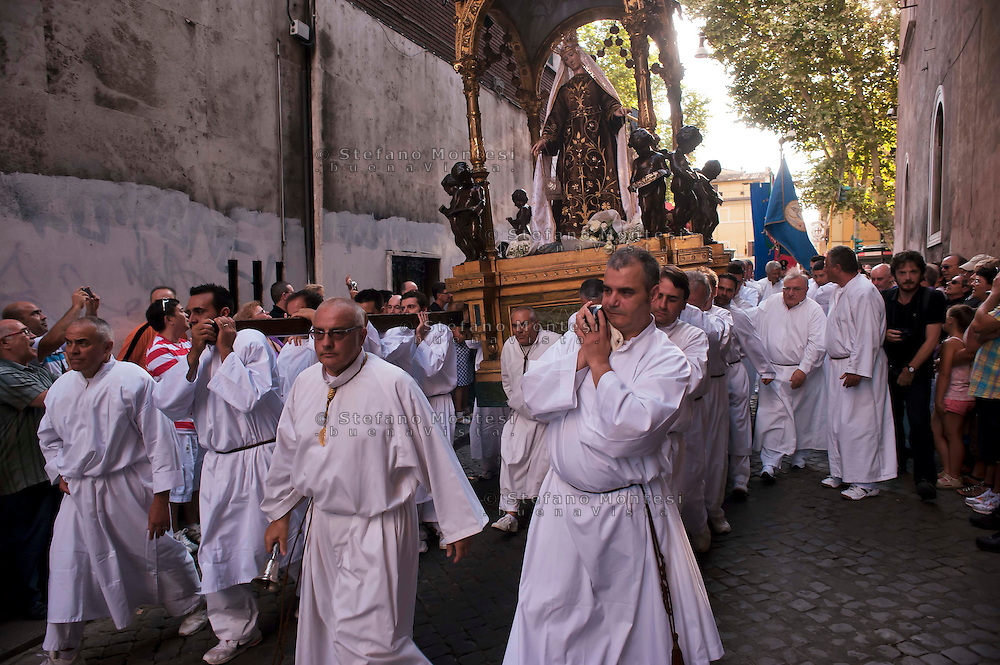 "Roma 16 Luglio 2011.Venerabile Arciconfraternita  del SS.mo Sacramento e di Maria Ss. del Carmine in Trastevere a Roma fondata nell' anno 1539. I Solenni Festeggiamenti e la processione in onore della.Madonna del Carmine detta ""de' Noantri"". .The Solemn Celebrations and processions in honor of.Madonna del Carmine said ""de 'Noantri""..http://www.arciconfraternitadelcarmine.it"