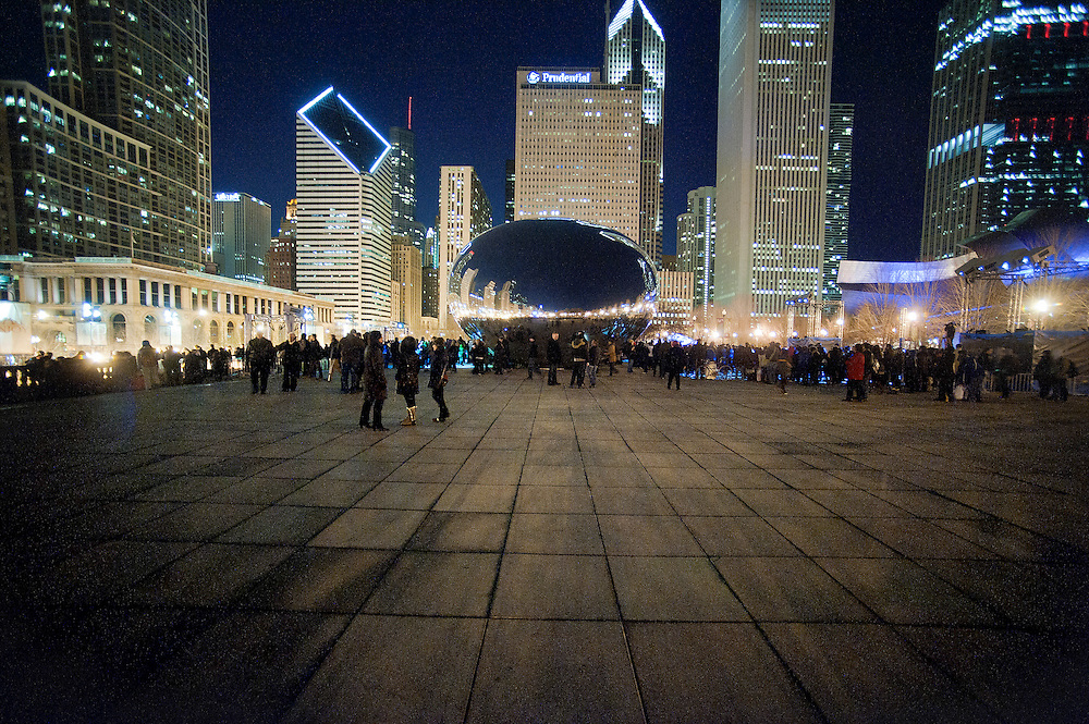 Photo By Michael R. Schmidt.Downtown Chicago 2012. Visitors gather around The Bean (CloudGate) in Millenium Park Chicago.