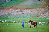Mongolie, province de Bayankhongor, campement nomade, Uyang Batbaatar, 22 ans, jeune eleveuse // Mongolia, Bayankhongor province, nomad camp, Uyanga Batbaatar, 22 years old, young breeder