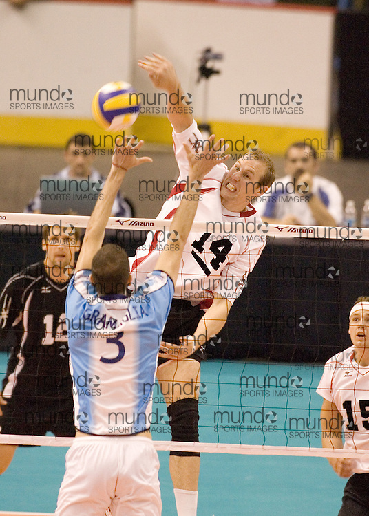 Murray Grapentine of  Canada during a three games to none defeat of Argentina in the 2006 Anton Furlani Volleyball Cup, held in Ottawa, Canada. .Anton Furlani Cup.Copyright Sean Burges / Mundo Sport Images, 2006