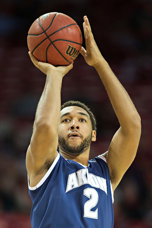 FAYETTEVILLE, AR - NOVEMBER 18:  Kwan Cheatham Jr. #2 of the Akron Zips shoots a three pointer during a game against the Arkansas Razorbacks at Bud Walton Arena on November 18, 2015 in Fayetteville, Arkansas.  (Photo by Wesley Hitt/Getty Images) *** Local Caption *** Kwan Cheatham Jr.