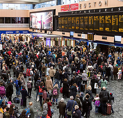 © Licensed to London News Pictures. 23/12/2017. London, UK. Members of the public wait for trains at Euston Station in central London as the Christmas getaway begins. Photo credit: Peter Macdiarmid/LNP