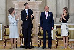 18.06.2014, Royal Palace, Madrid, ESP, Abdankung König Juan Carlos, Unterzeihnung der Abdankungspapiere, im Bild (L-R) Queen Sofia of Spain, Prince Felipe of Spain, King Juan Carlos of Spain and Princess Letizia of Spain // during the official abdication ceremony at the Royal Palace in Madrid, Spain on 2014/06/18. EXPA Pictures © 2014, PhotoCredit: EXPA/ Alterphotos/ Acero<br /> <br /> *****ATTENTION - OUT of ESP, SUI*****