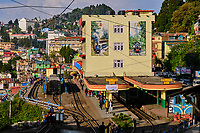 Inde, Bengale Occidental, Darjeeling, gare de Darjeeling, avec le célebre toy train du Darjeeling Himalayan Railway, Patrimoine Mondial de l'Unesco // India, West Bengal, Darjeeling, train station for the toy train from Darjeeling Himalayan Railway, Unesco world Heritage