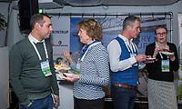 BUSSUM - Roel Verdonschot met Janje van der Werf (NGF)   Nationaal Golf Congres & Beurs. COPYRIGHT KOEN SUYK