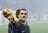FUSSBALL  WM 2018  FINALE  ------- Frankreich - Kroatien    15.07.2018 WM POKAL; JUBEL Weltmeister Frankreich; Antoine Griezmann jubelt mit dem Pokal