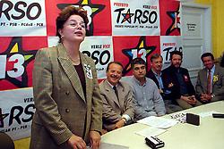 Dilma Rousseff e grupo de militantes do PDT, deixaram o partido para apoiar o Tarso, foi nesta época que ela ingressou no PT em Outubro de 2000. FOTO: Sérgio Néglia/Preview.com