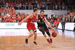 21.06.2015, Brose Arena, Bamberg, GER, Beko Basketball BL, Brose Baskets Bamberg vs FC Bayern Muenchen, Playoffs, Finale, 5. Spiel, im Bild Vasilije Micic (FC Bayern Muenchen / rechts) versucht sich gegen Janis Strelnieks (Brose Baskets Bamberg / links) durchzusetzen. Hinten rechts: Head Coach / Trainer Svetislav Pesic (FC Bayern Muenchen) // during the Beko Basketball Bundes league Playoffs, final round, 5th match between Brose Baskets Bamberg and FC Bayern Muenchen at the Brose Arena in Bamberg, Germany on 2015/06/21. EXPA Pictures &copy; 2015, PhotoCredit: EXPA/ Eibner-Pressefoto/ Merz<br /> <br /> *****ATTENTION - OUT of GER*****