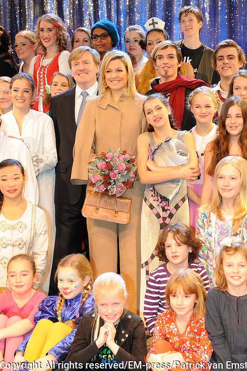 Prins van Oranje en Prinses M&aacute;xima aanwezig bij jubileumvoorstelling Hofplein Rotterdam<br /> <br /> <br /> Hunne Koninklijke Hoogheden de Prins van Oranje en Prinses M&aacute;xima der Nederlanden waren zondagmiddag 12 december aanwezig bij de jubileumvoorstelling &lsquo;De Verjaardag van Koning Lodewijk de Enige&rsquo; in het theater van Hofplein Rotterdam. De voorstelling wordt gehouden ter gelegenheid van de viering van het 25-jarig bestaan.<br /> <br /> Hofplein Rotterdam is de verzamelnaam voor een theater, de Jeugdtheaterschool Hofplein,