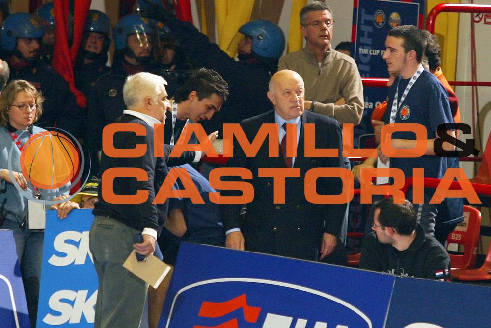DESCRIZIONE : FORLI FINAL 8 COPPA ITALIA LEGA A1 2005 SEMIFINALE<br /> GIOCATORE : CORRADO - ARRIGONI<br /> SQUADRA : VERTICAL VISION CANTU<br /> EVENTO :  FINAL 8 COPPA ITALIA LEGA A1 2005 SEMIFINALE<br /> GARA : BENETTON TREVISO-VERTICAL VISION CANTU<br /> DATA : 19/02/2005 <br /> CATEGORIA : <br /> SPORT : Pallacanestro <br /> AUTORE : Agenzia Ciamillo-Castoria