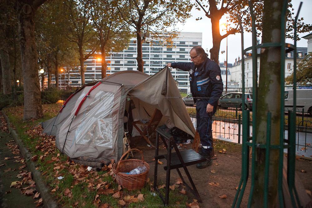 Maraude dans Paris de l'UASA, l'Unité d'aide aux sans-abris