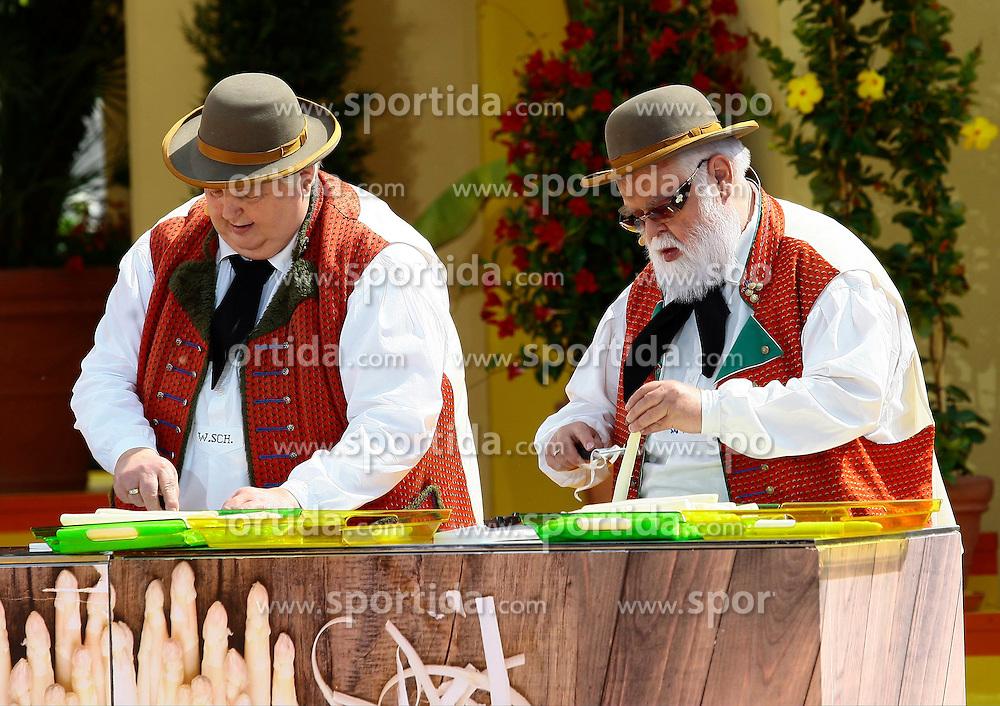 14.06.2015, Europapark, Rust, GER, ARD TV Show, Immer wieder Sonntags, im Bild die Wildecker Herzbuben beim Spargelschaelen // during the ARD TV Show &quot;Immer wieder Sonntags&quot; at the Europapark in Rust, Germany on 2015/06/14. EXPA Pictures &copy; 2015, PhotoCredit: EXPA/ Eibner-Pressefoto/ Goermer<br /> <br /> *****ATTENTION - OUT of GER*****