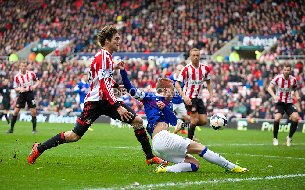 SUNDERLAND, ENGLAND - Saturday, April 12, 2014: Everton's Gerard Deulofeu crosses the ball as Sunderland's Wes Brown deflects it into his own net for an own-goal during the Premiership match at the Stadium of Light. (Pic by David Rawcliffe/Propaganda)