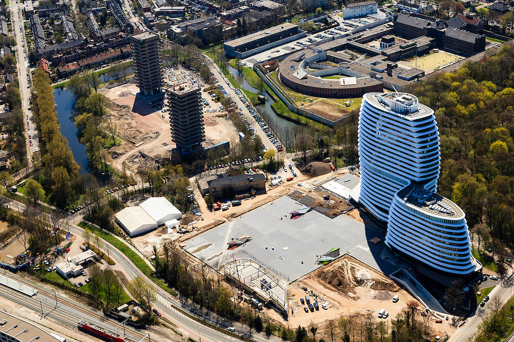 Nederland, Groningen, Gemeente Groningen, 01-05-2013; Europark met kantoren van DUO, duo ib groep (architectuur Ben van Berkel, bijnaam 'cruiseschip')<br /> Sloop oude kantoren in de achtergrond<br /> Office building of the student finance department of the Dutch Administration.<br /> luchtfoto (toeslag op standard tarieven)<br /> aerial photo (additional fee required)<br /> copyright foto/photo Siebe Swart