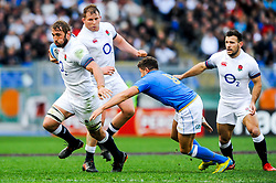 Chris Robshaw of England is challenged by Marcello Violi of Italy - CFPfoto/JMP - 04/02/2018 - RUGBY UNION - Rome, Italy - Stadio Olimpico - Italy v England - 2018 NatWest 6 Nations Championship.