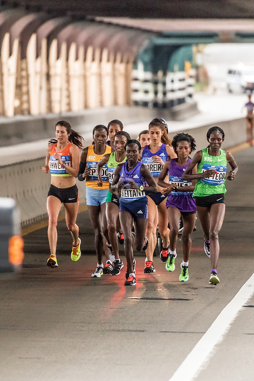 lead pack of elite women on Queensboro bridge near mile 15, Laura Thweatt