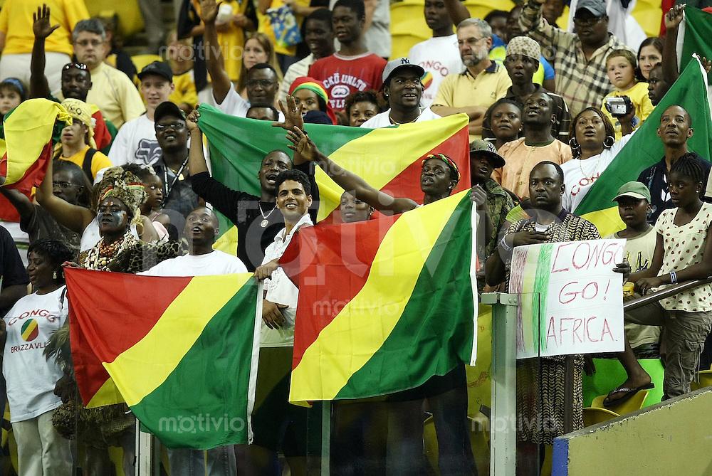 Fussball International U 20 WM  Achtelfinale Mexiko 3-0 Kongo CGO Fans mit Plakat -Congo go! Africa !