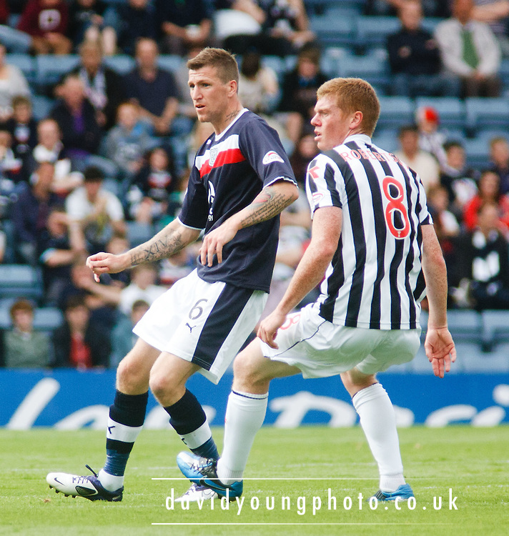 Dundee's Iain Davidson and St Mirren's Jon Robertson - Dundee v St Mirren, Clydesdale Bank Scottish Premier League at Rugby Park.. - © David Young - 5 Foundry Place - Monifieth - DD5 4BB - Telephone 07765 252616 - email: davidyoungphoto@gmail.com - web: www.davidyoungphoto.co.uk