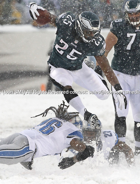 Dec. 8, 2013 - Philadelphia, PA, USA - Philadelphia Eagles' LeSean McCoy leaps over two Detroit Lions' tacklers en route to his first touchdown at Lincoln Financial Field in Philadelphia on Sunday, Dec. 8, 2013. The Eagles won, 34-20