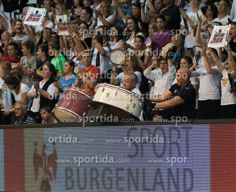28.05.2014, Aktivpark, Güssing, AUT, ABL, Magnofit Guessing Knigts vs ece Bulls Kapfenberg, 4. Spiel im Best of Five Finale, im Bild Güssing Fans // Güssing Fans during the Austrian Basketball League 4th Match in the Best of Five Finals between Magnofit Guessing Knights and ece Bulls Kapfenberg at the Aktivpark in Güssing, Austria on 2014/05/28. EXPA Pictures © 2014, PhotoCredit: EXPA/ Sascha Trimmel