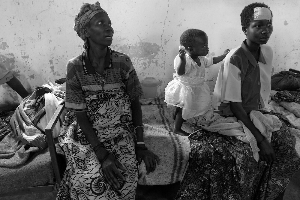 Women and children at CBL Center of Bujumbura ( Center for injured people) on their beds. @ Martine Perret .24 .October 2005.