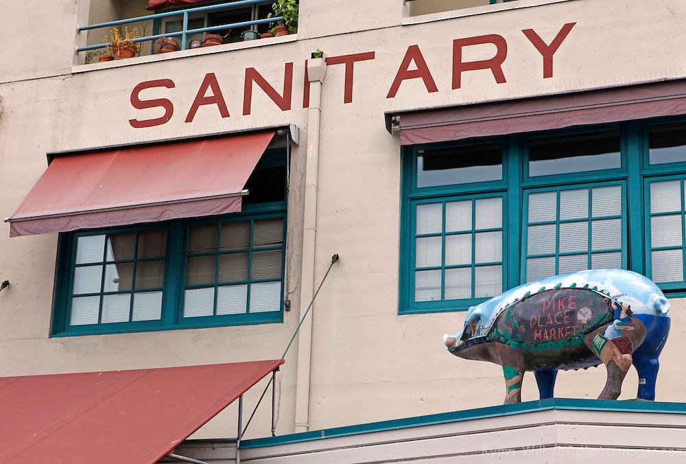 USA, Washington, Seattle. Landmark pig of Pike Place Market.