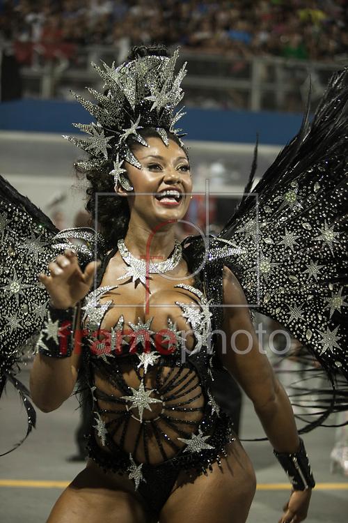 São Paulo, SP - 14/02/2015 - Desfile do GRCSES Vai-Vai, com o enredo Simplesmente Elis: a Fábula de Uma Voz na Transversal do Tempo, penúltima escola do segundo dia do Grupo Especial do Carnaval 2015, no Sambódromo do Anhembi, na noite de hoje (14/02). Foto: Rodrigo Dionisio/Frame