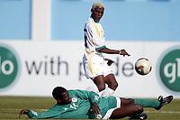 Fotball<br /> African Nations Cup 2004<br /> Afrika mesterskapet 2004<br /> Foto: Digitalsport<br /> NORWAY ONLY<br /> FIRST ROUND - GROUP D - 040131 - NIGERIA v SOUTH AFRICA - SIBUSISO ZUMA (RSA) / GARBA LAWAL (NIG) - PHOTO JEAN MARIE HERVIO /Digitalsport