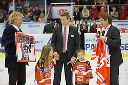 11.09.2015, Stadthalle, Klagenfurt, AUT, EBEL, EC KAC vs Fehervar AV 19, im Bild KAC Präsident Dietmar Krenn, Kirk Fury mit seinen Kindern, Team Manager KAC, Oliver Piloni // during the Erste Bank Eishockey League match betweeen EC KAC and Fehervar AV 19 at the City Hall in Klagenfurt, Austria on 2015/09/10. EXPA Pictures © 2015, PhotoCredit: EXPA/ Gert Steinthaler