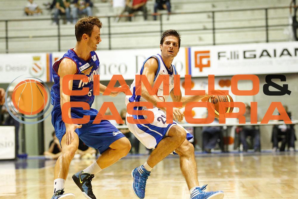 DESCRIZIONE : Desio Trofeo Lombardia Lega A 2011-12 Bennet Cantu Novipiu Casale Monferrato<br /> GIOCATORE : Andrea Cinciarini<br /> CATEGORIA : Palleggio<br /> SQUADRA : Bennet Cantu<br /> EVENTO : Campionato Lega A 2011-2012<br /> GARA : Bennet Cantu Novipiu Casale Monferrato<br /> DATA : 24/09/2011<br /> SPORT : Pallacanestro<br /> AUTORE : Agenzia Ciamillo-Castoria/G.Cottini<br /> Galleria : Lega Basket A 2011-2012<br /> Fotonotizia : Desio Trofeo Lombardia Lega A 2011-12 Bennet Cantu Novipiu Casale Monferrato<br /> Predefinita :
