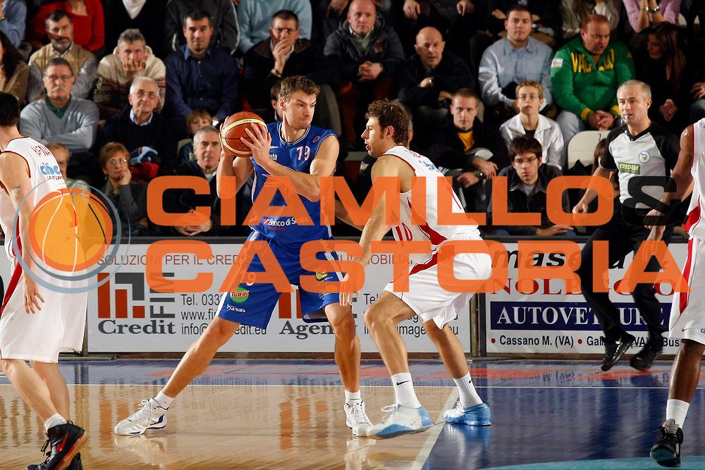 DESCRIZIONE : Varese Lega A1 2007-08 Cimberio Varese Pierrel Capo Orlando<br /> GIOCATORE : Adam Wojcik<br /> SQUADRA : Pierrel Capo Orlando<br /> EVENTO : Campionato Lega A1 2007-2008<br /> GARA : Cimberio Varese Pierrel Capo Orlando<br /> DATA : 27/12/2007<br /> CATEGORIA : Palleggio<br /> SPORT : Pallacanestro<br /> AUTORE : Agenzia Ciamillo-Castoria/G.Cottini