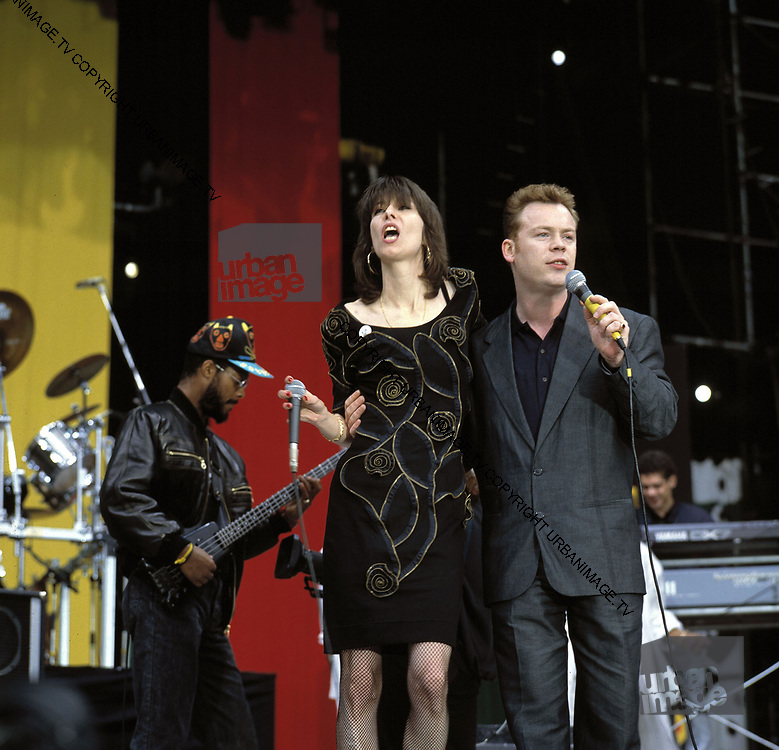 Chrissie Hynde and Ali Campbell of the band UB40 play Live Aid J.F.K. Stadium in Philadelphia on 13th July 1985.
