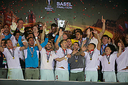 BASEL, SWITZERLAND - Wednesday, May 18, 2016: Sevilla players celebrate winning the UEFA Cup for a third straight time, following a 3-1 victory over Liverpool, during the UEFA Europa League Final at St. Jakob-Park. (Pic by David Rawcliffe/Propaganda)