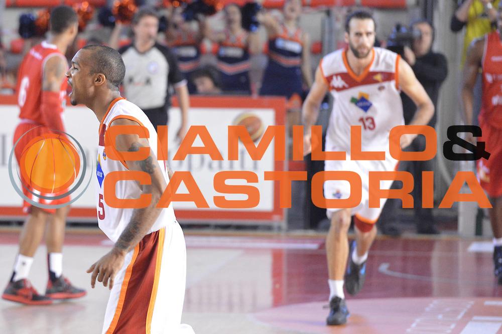 DESCRIZIONE : Roma Lega A 2012-13 Acea Virtus Roma Cimberio Varese<br /> GIOCATORE : Luigi Datome<br /> CATEGORIA : esultanza mani<br /> SQUADRA : Acea Virtus Roma<br /> EVENTO : Campionato Lega A 2012-2013 <br /> GARA : Acea Virtus Roma Cimberio Varese<br /> DATA : 02/12/2012<br /> SPORT : Pallacanestro <br /> AUTORE : Agenzia Ciamillo-Castoria/GiulioCiamillo<br /> Galleria : Lega Basket A 2012-2013  <br /> Fotonotizia : Roma Lega A 2012-13 Acea Virtus Roma Cimberio Varese<br /> Predefinita :