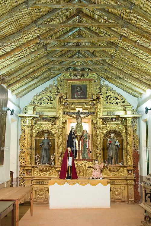 YAVI, INTERIOR DE LA IGLESIA DE NUESTRA SEÑORA DEL ROSARIO Y SAN FRANCISCO, PROV. DE JUJUY, ARGENTINA