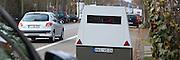 Ludwigshafen. 08.02.17 | BILD- ID 018 |<br /> Erzbergerstraße. Verkehrsüberwachung durch einen mobilen Blitzer. Ein Messeinheit auf einem Anhänger. Enforcement Trailer. Der ENFORCEMENT TRAILER ist mit einer unabhängigen Stromversorgung auf Basis von Hochleistungsbatterien ausgestattet, die einen ununterbrochenen Messbetrieb über fünf Tage ermöglicht. Um den Messbetrieb zu verlängern, lassen sich die eingesetzten Akkumulatoren vor Ort einfach tauschen. Zum Einsatz kommt dabei VITRONICs POLISCAN SPEED LIDAR-Messtechnik. Mit der Laser-Geschwindigkeitsmessung können alle Fahrzeuge über mehrere Spuren hinweg gleichzeitig erfasst werden.<br /> Bild: Markus Proßwitz 08FEB17 / masterpress (No Modelrelease!)