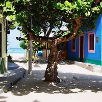 Parque Nacional Archipielago Los Roques, es un hermoso archipiélago de pequeñas islas coralinas que se encuentra ubicado en el Mar Caribe y ocupa 221.120 hectáreas. Calle del Gran Roque.