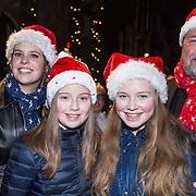 NLD/Amsterdam/20131219 - Premiere Kerstcircus 2013 Carre, Bert Simhoffer, partner Yvette van Damme en kinderen Julia en Romy