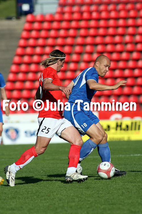 02.07.2006, Ratina, Tampere, Finland..UEFA Intertoto Cup 2006.Tampere United - Kalmar FF.Ville Lehtinen (TamU) V Cesar Santin (KFF).©Juha Tamminen.....ARK:k