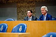 DEN HAAG - PVV en Vlaams Belang bijeen in Kamer  Tom van Grieken, partijvoorzitter van het Vlaams Belang, en PVV-fractievoorzitter Geert Wilders staan de pers te woord na een bijeenkomst in de Tweede Kamer.  ROBIN UTRECHT