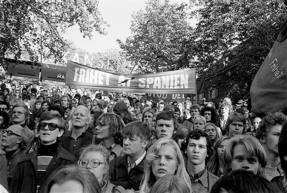 Antifascistisk Spaniendemonstration 27 september 1975. Samma morgon mördades fem motståndskämpar av Franco-diktaturen.