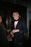 GILES DEACON, Gap/ Red launch Dinner hosted by  Katie Grand at Bistrotheque. Bethnal Green. London. 29 November 2007.  -DO NOT ARCHIVE-© Copyright Photograph by Dafydd Jones. 248 Clapham Rd. London SW9 0PZ. Tel 0207 820 0771. www.dafjones.com.