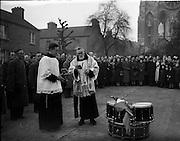 30/11/1952<br /> 11/30/1952<br /> 30 November 1952<br /> Presentation of new colours to 1st Battalion old IRA. Fr. Aloysius O.F.M. Capuchins blessing the flag outside the Capuchin Friary, Church Street, Dublin.
