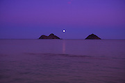 Moonrise, Mokulua Islands, Lanikai, Kailua, Oahu, Hawaii<br />