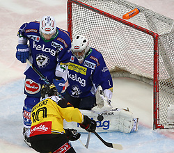 01.03.2015, Albert Schultz Eishalle, Wien, AUT, EBEL, UPC Vienna Capitals vs EC VSV, 53. Runde, im Bild Eric Hunter (EC VSV), Matt Watkins (UPC Vienna Capitals) und Jean Philippe Lamoureux (EC VSV) // during the Erste Bank Icehockey League 53rd round match between UPC Vienna Capitals and EC VSV at the Albert Schultz Ice Arena, Vienna, Austria on 2015/03/01. EXPA Pictures © 2015, PhotoCredit: EXPA/ Thomas Haumer